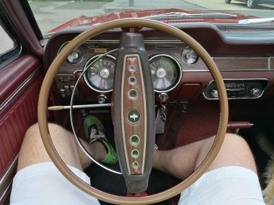 Vorstandsvorsitznder der Bite AG im Ford Mustang Cabrio